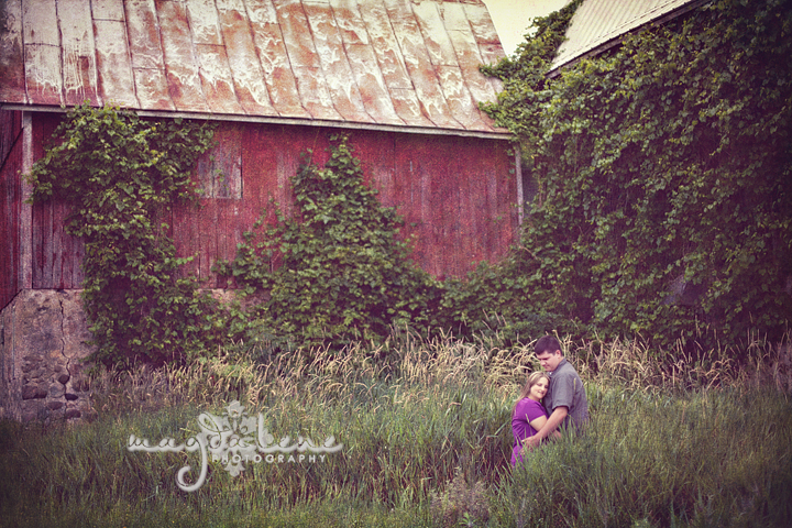 wisconsin-barn-engagement-pictures