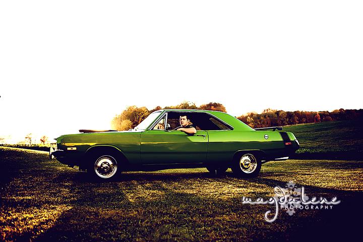green-bay-senior-photographer-car