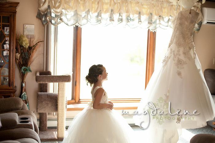 Wisconsin Wedding Photographer flowergirl wedding dress