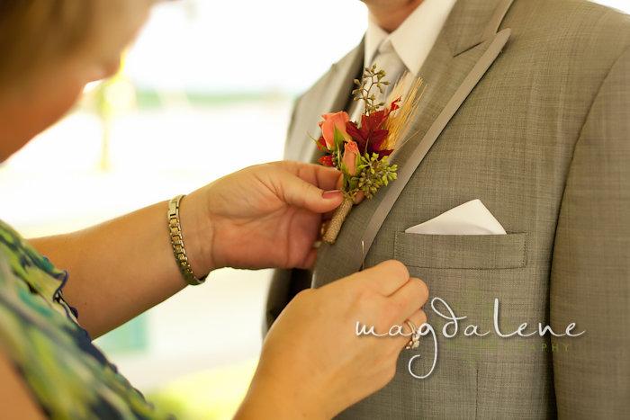 Wisconsin Wedding Photographer Boutinneire